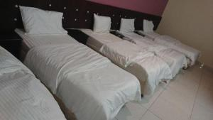 A bed or beds in a room at Al-safa Suits
