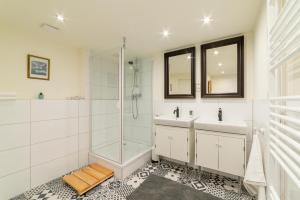 A bathroom at Bürgerpark Apartments