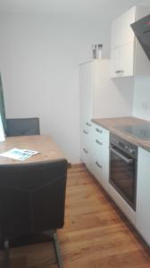 A kitchen or kitchenette at Gästehaus Hosp