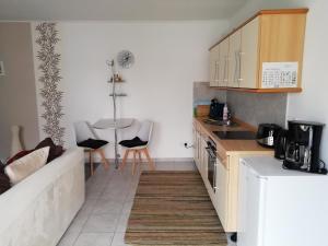 Küche/Küchenzeile in der Unterkunft Ferienwohnung Zur Alten Schule