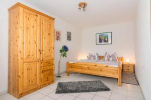 Ein Bett oder Betten in einem Zimmer der Unterkunft Ferienwohnung Gross A