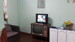 Una televisión o centro de entretenimiento en Cusco Historical Center