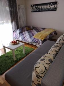 Posteľ alebo postele v izbe v ubytovaní Studio apartman Nina