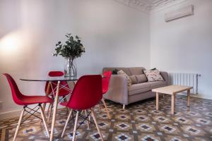 A seating area at MODERNIST AND ELEGANT APARTMENT IN BCN CITY CENTER