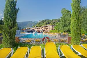 The swimming pool at or near Apartaments Giberga