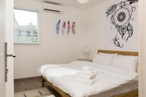 A bed or beds in a room at Clemenceau Furnished Apartments