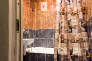 A bathroom at Apartment on Chuvashskaya