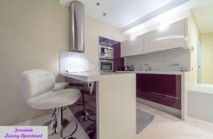 Majoituspaikan Tornimäe Luxury Apartment keittiö tai keittotila
