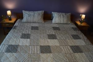 Postel nebo postele na pokoji v ubytování Einladende Ferienwohnung auf Bauernhof in Sinzig