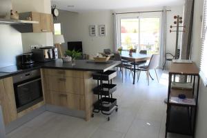 A kitchen or kitchenette at Gite des Cépages