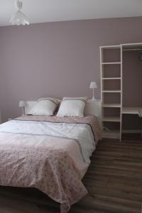 A bed or beds in a room at Gite des Cépages