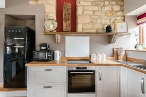 A kitchen or kitchenette at Harrogate Barn