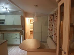 Küche/Küchenzeile in der Unterkunft Ellens Trailer