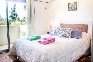Una cama o camas en una habitación de Independencia Square Viewpoint