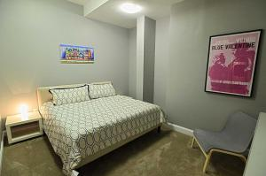 A bed or beds in a room at 1123 Northwest Apartment #1052 Apts
