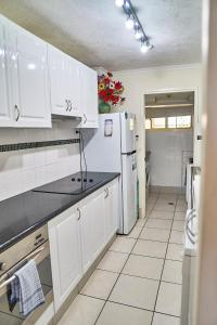 A kitchen or kitchenette at Bayview Beach Holiday Apartments