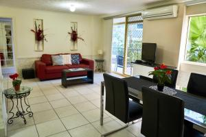 A seating area at Bayview Beach Holiday Apartments