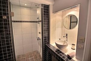 Ein Badezimmer in der Unterkunft LE PTIT BARTHO