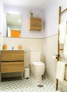 A bathroom at Miraflores 58