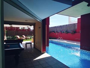 A pool table at Villa Familiar de Playa