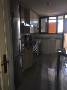 Cucina o angolo cottura di Ciudad Ciencias- Lujo- Parking- Wi-Fi.