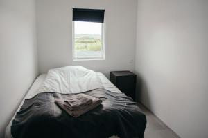 A bed or beds in a room at Golden Circle Modern Cabin