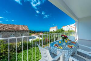 A balcony or terrace at Apartment Jele
