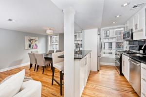 A kitchen or kitchenette at Gorgeous Duplex Townhouse 10 minutes to NYC!