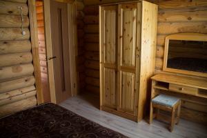 Двухъярусная кровать или двухъярусные кровати в номере Кипревская база отдыха