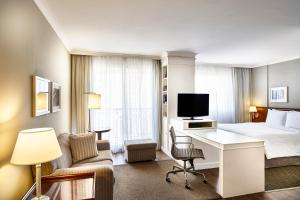 A television and/or entertainment center at Marriott Executive Apartments Sao Paulo