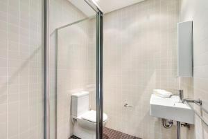 A bathroom at Glebe Self-Contained Modern One-Bedroom Apartments