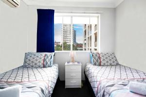 A bed or beds in a room at Key Largo Holiday Apartments