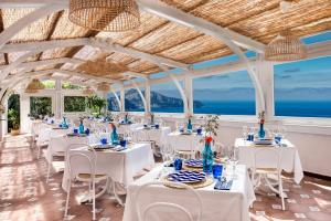 A restaurant or other place to eat at Gocce Di Capri Resort