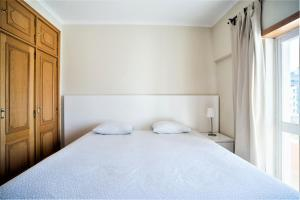 A bed or beds in a room at Margarida Guest Apartment