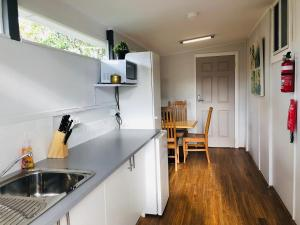 A kitchen or kitchenette at Studio with private kitchennette Cessnock Hunter Valley