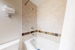 A bathroom at 2 Bed 2 Bath Apartment in Copper Mountain