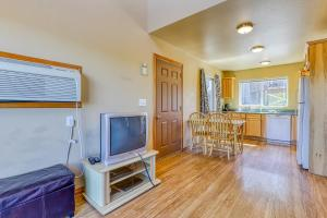 A television and/or entertainment center at Lakeview Villa #801