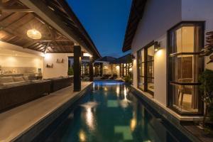 Swimmingpoolen hos eller tæt på Villa Dipta 6-bedroom
