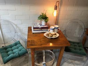 Zona de estar de 5 Oaks Guest Suite