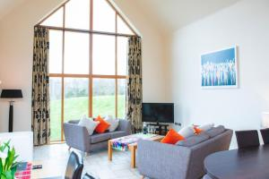 A seating area at Clovenstone Lodges