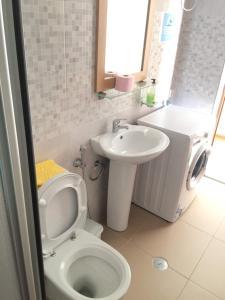 A bathroom at SUITE ANTONIA