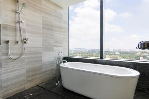 A bathroom at KL Central Luxury Apartment by GuestReady