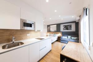 A kitchen or kitchenette at Antique Pamplona Tres Reyes Apartments
