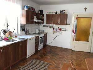 A kitchen or kitchenette at Andrišov dvor