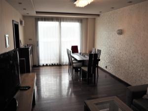 Jedálenská časť v apartmáne