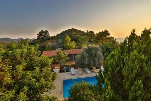Vaizdas į baseiną apgyvendinimo įstaigoje Villa Dundar - Kas Apartments arba netoliese