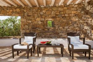 A restaurant or other place to eat at Villa Univa by Mykonos Pearls