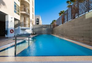 Het zwembad bij of vlak bij Kn Aparthotel Columbus