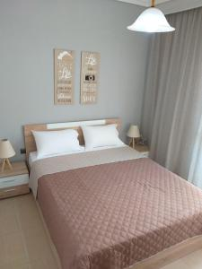 A bed or beds in a room at Castle View Apartment