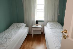 A bed or beds in a room at Gamli Skólinn Húsavík